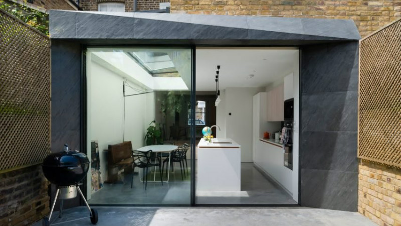 Dynamics Of Natural Materials In The Extension Of Houses