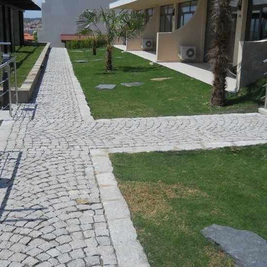 Grey Granite Splitface Cobblestone 10 x 10 x 10 cm (1 ton = 4-5 sqm)