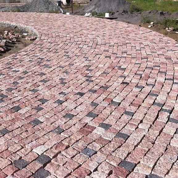 Maple Red Granite Splitface Cobblestone 10 x 10 x 10 cm (1 ton = 5 sqm) title=Maple Red Granite Splitface Cobblestone 10 x 10 x 10 cm (1 ton = 5 sqm)