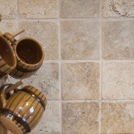 Classic Cross Cut Tumbled Travertine 10 x 10 x 1 cm