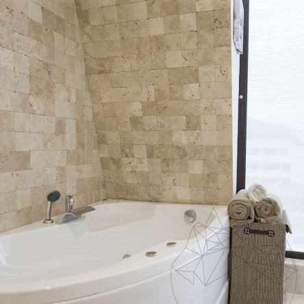 Classic Cross Cut Tumbled Travertine 10 x 10 x 1 cm - Economy