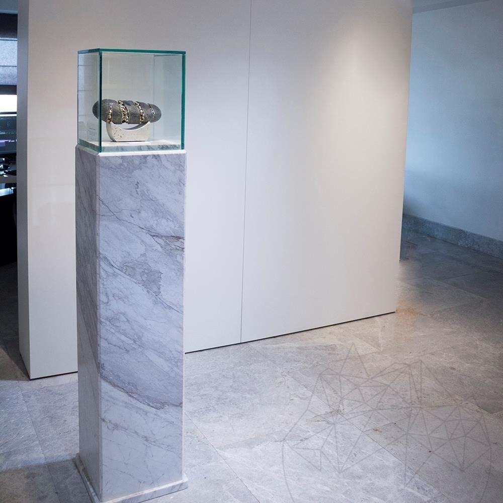 Calacatta Marble Pedestal 33 x 33 x 122 cm