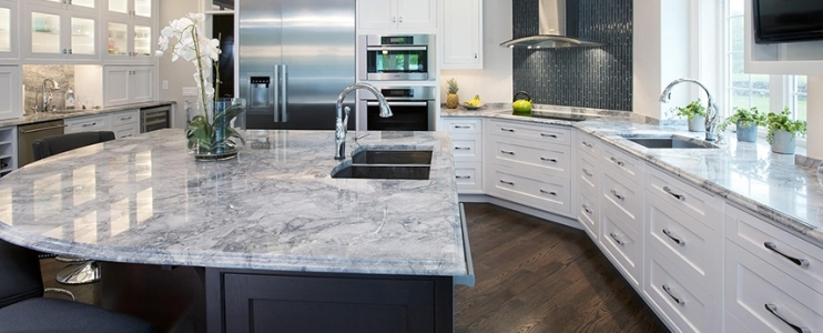 Granite vs quartz – practical tips for choosing and installing your countertop