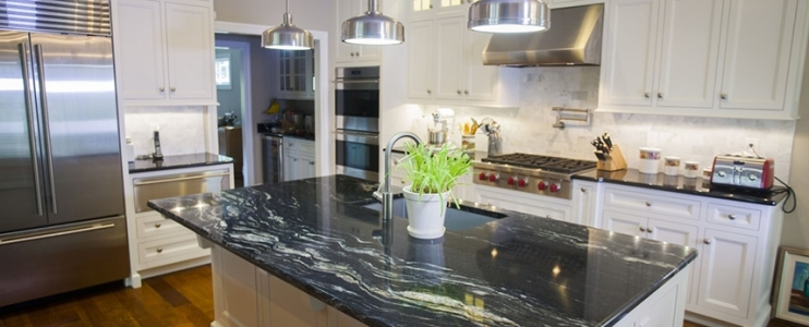 Use dark color countertops for a stylish kitchen decoration project