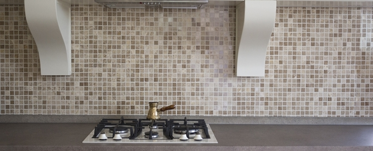Tips for choosing the best backsplash for your modern apartment kitchen